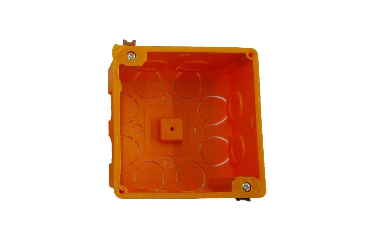 Caixa de aparelhagem quadrada com tampa para parede oca